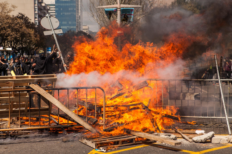 Antifascist making barricades against  VOX demostration. Barcelona