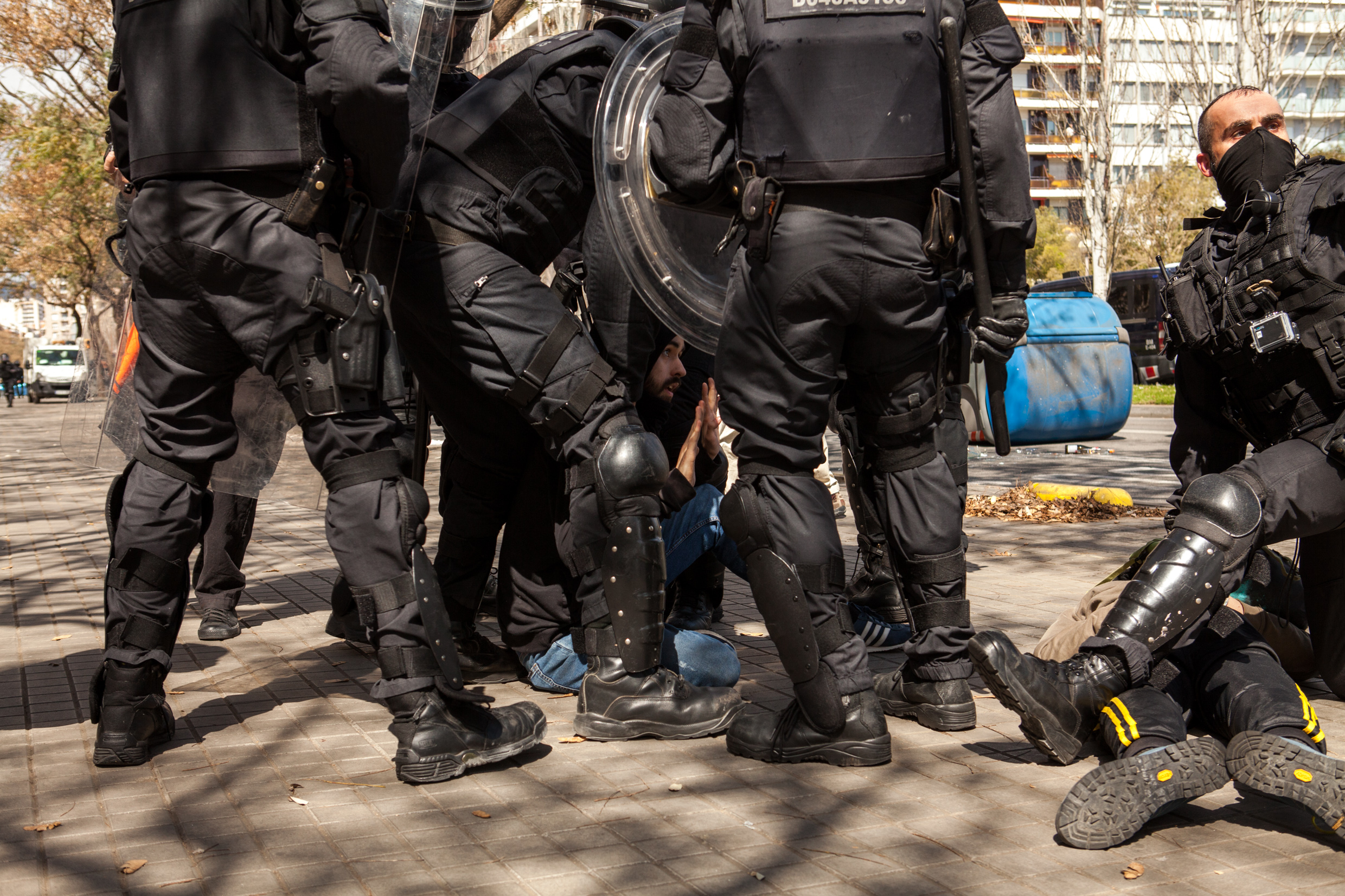 Protestres bocked by catalan police