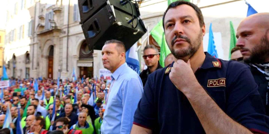 Salvini-Matteo-comizio-in-divisa-PS
