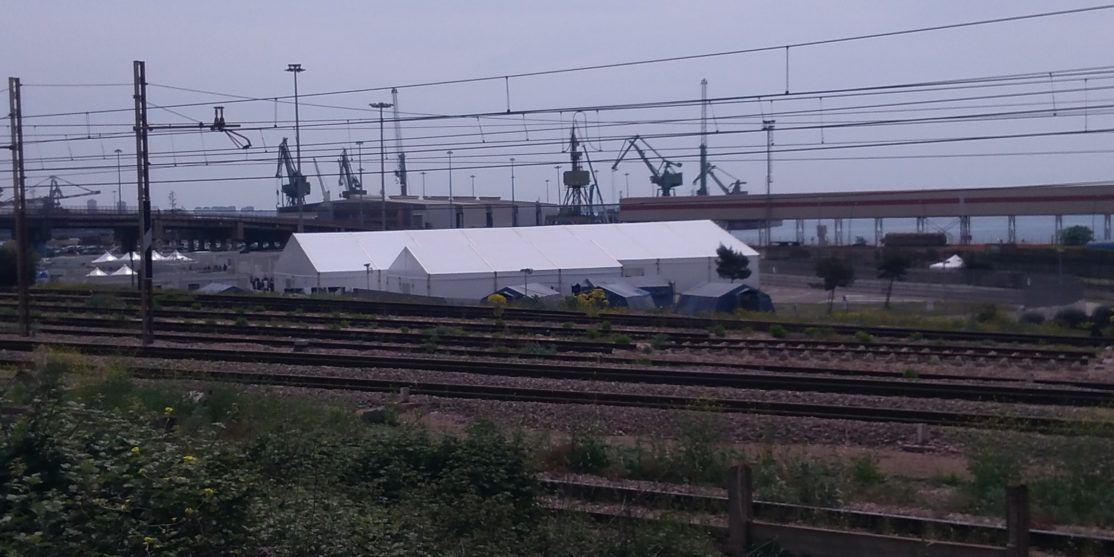 Le tende dove vengono ospitati i migranti all'interno della zona industriale di Taranto