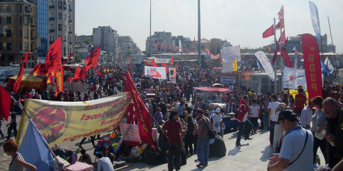 2013_Taksim_Gezi_Park_protests,_a_view_from_Taksim_Square_on_4th_June_2013