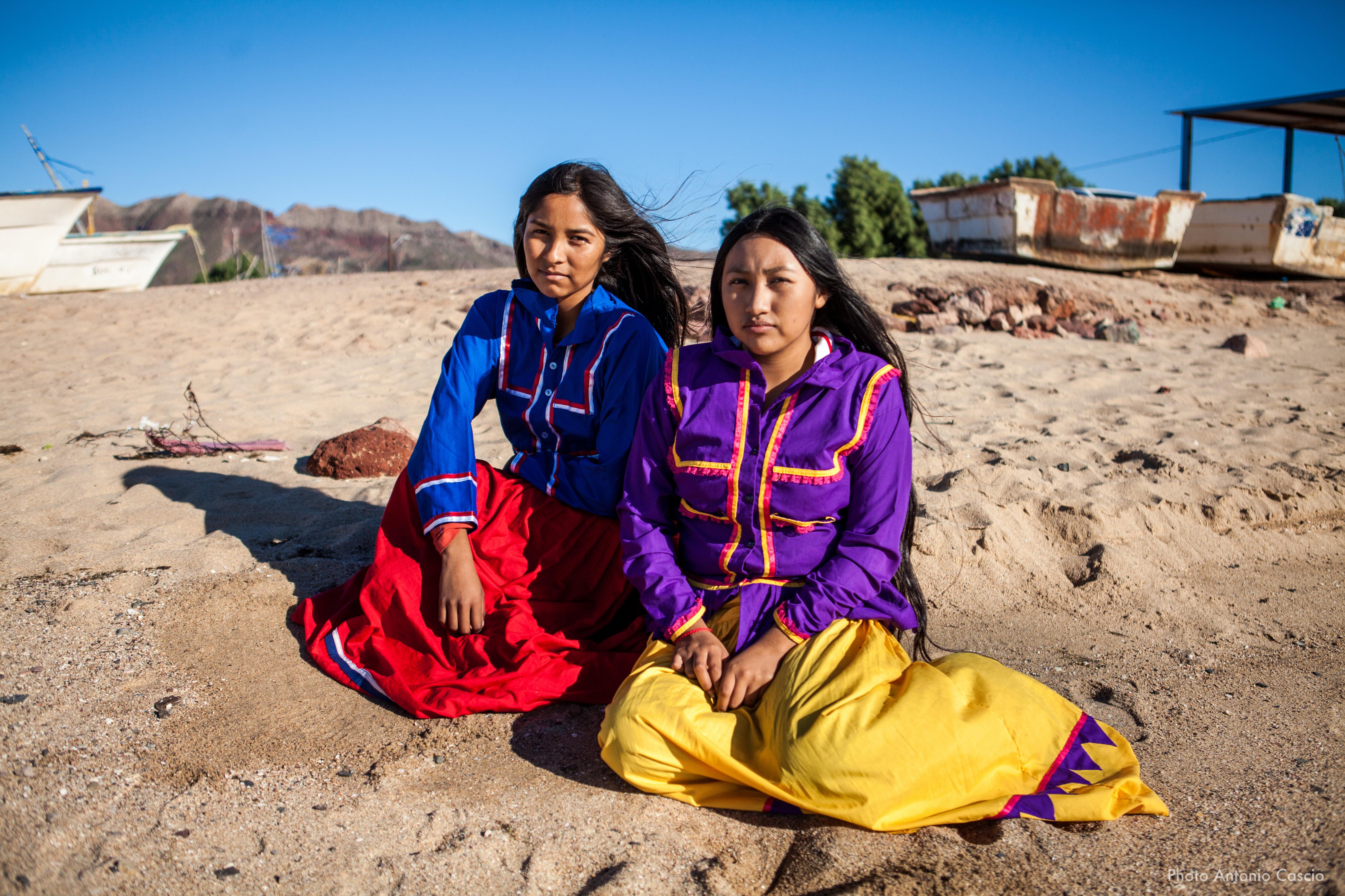 Donne indigene con vestiti tradizionali. Punta Chueca, Sonora. Mexico. 10/12/2019