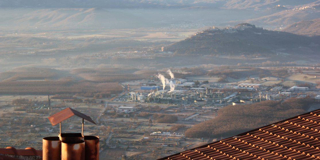 Il Centro olio val d'Agri visto dal paese di Viggiano, 2020