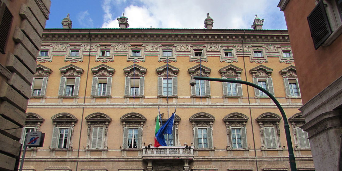 File source: http://commons.wikimedia.org/wiki/File:Palazzo_Madama_din_Roma.jpg
