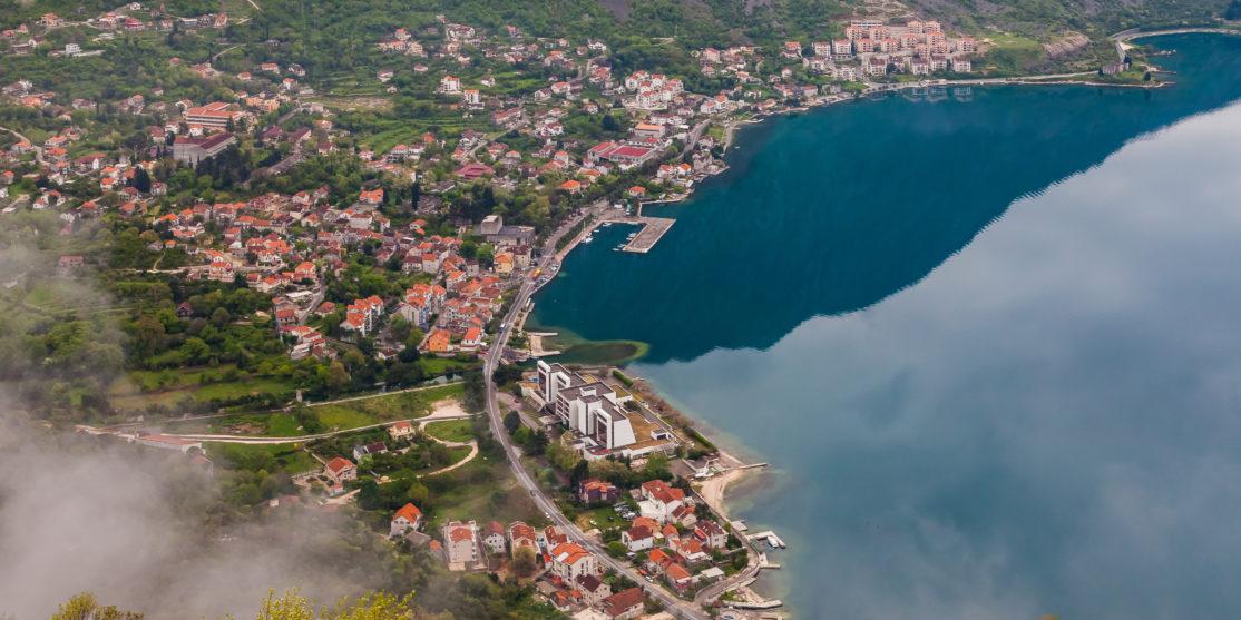 Risan,_Bahía_de_Kotor,_Montenegro,_2014-04-19,_DD_05