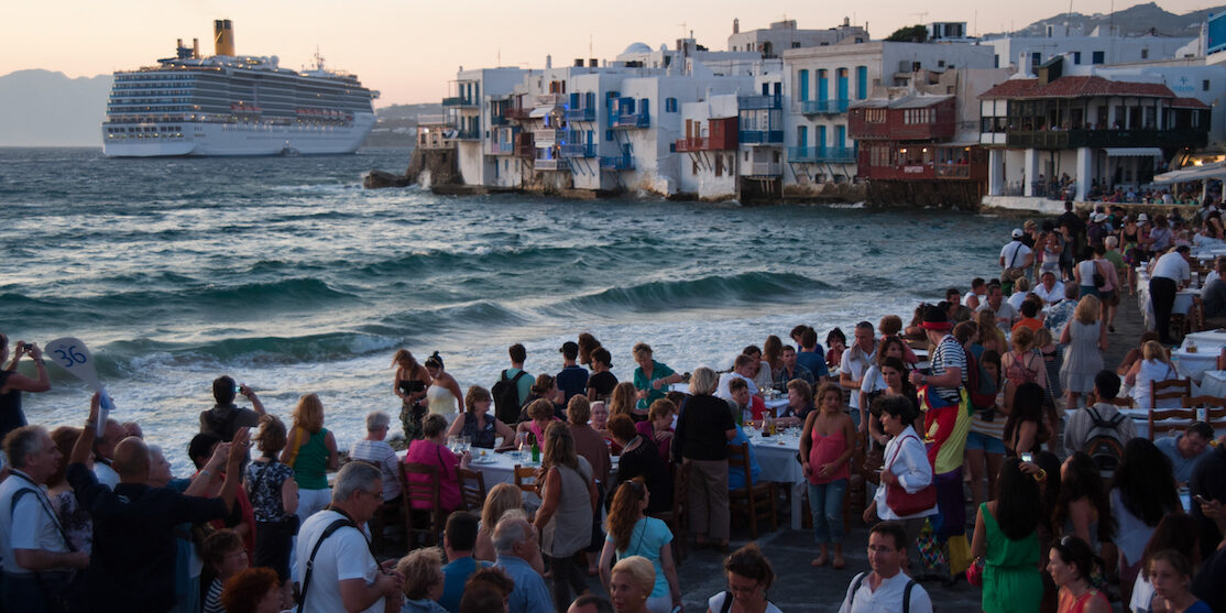 Little_Venice_quay_flooded_with_tourists._Mykonos_island._Cyclades,_Agean_Sea,_Greece