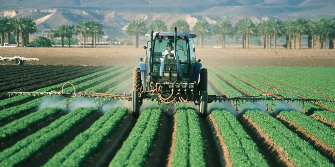 farmer_tractor_agriculture_farm_field_machine_equipment_working-704292.jpg!d