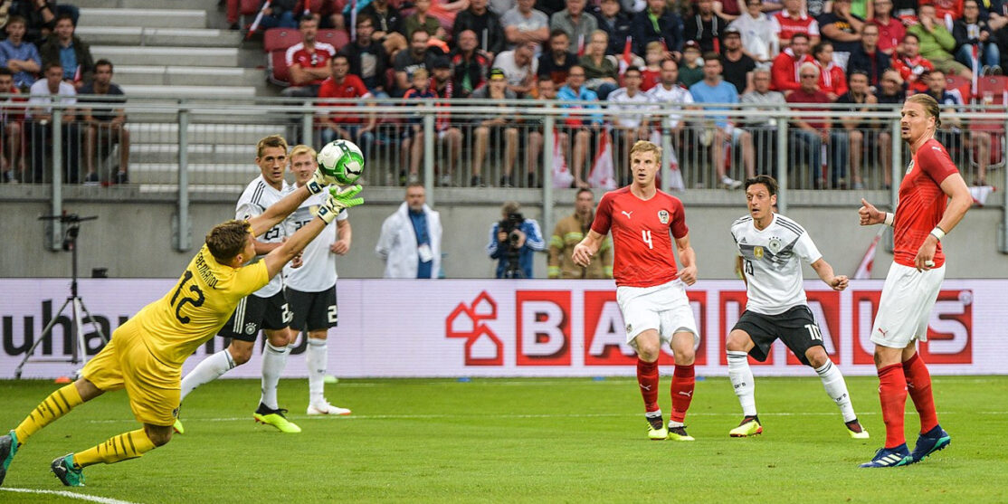 1280px-20180602_FIFA_Friendly_Match_Austria_vs._Germany_Mesut_Oezil_scoring_850_0797
