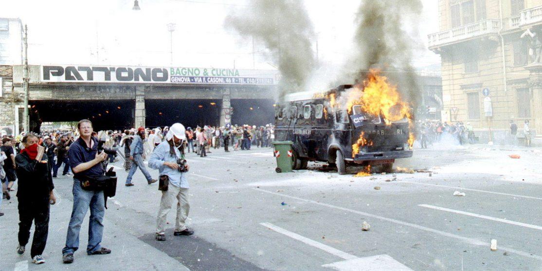 1280px-Genova-G8_2001-Incidenti_a_Corso_Torino