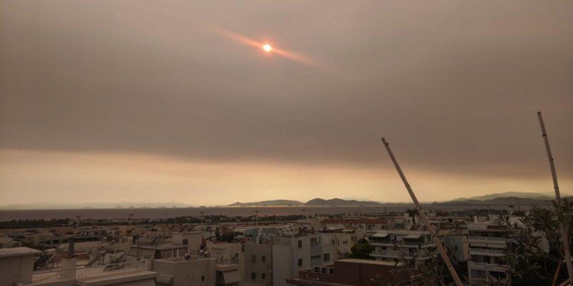 copertina 2. Il cielo sopra Atene, 8 Agosto 2021. Foto di Sxeniae.